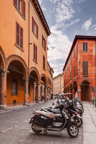 Motorcycle「Via Zamboni in the historic centre of Bologna」:スマホ壁紙(12)