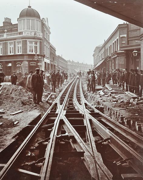 1900-1909「Men Working On Tramline Electricification, Wandsworth, London, 1906」:写真・画像(3)[壁紙.com]