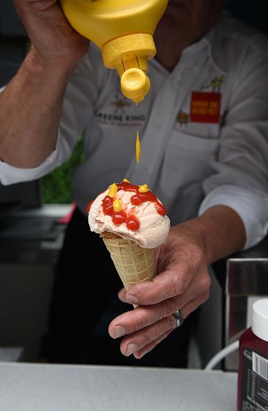 Pub Food「Launch Of Greene King's Burger And Hot Dog Festival」:写真・画像(0)[壁紙.com]