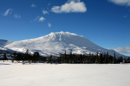 雪山「Norway, Telemark, mountain Gaustatoppen in winter」:スマホ壁紙(9)