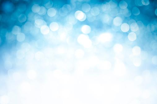 デフォーカス「ぼやけたブルーの輝きを背景に濃い上部角」:スマホ壁紙(9)