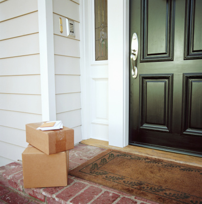 Front Door「Boxes on doorstep of house」:スマホ壁紙(14)