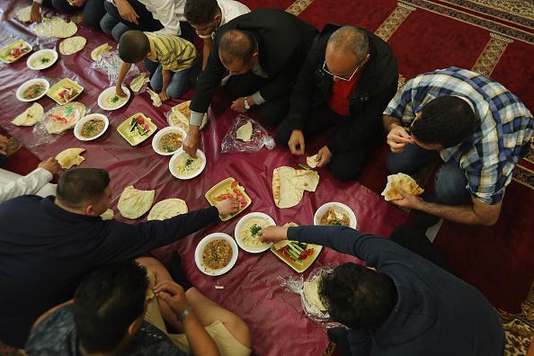 Religious Service「Berlin Muslims Celebrate End Of Ramadan」:写真・画像(18)[壁紙.com]