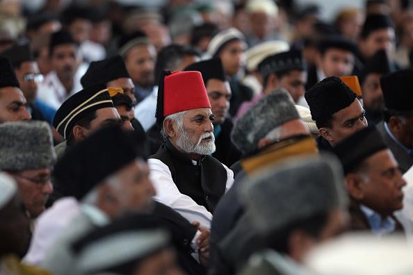 Dan Kitwood「Muslims Visit The Largest Mosque In Europe To Listen To Islamic Khalifa's Sermon」:写真・画像(0)[壁紙.com]