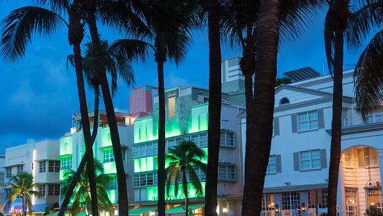 Miami Beach「Lights in Ocean Drive, Miami Beach.」:スマホ壁紙(1)