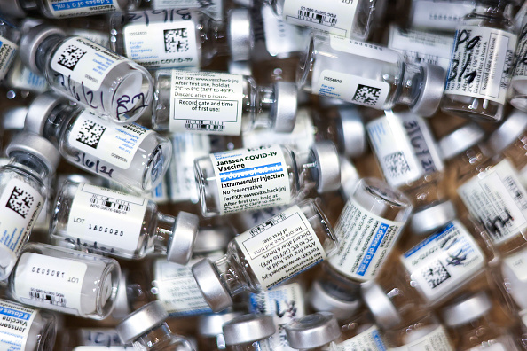 Topix「Johnson & Johnson Vaccine Administered At Colorado Fire Department」:写真・画像(8)[壁紙.com]