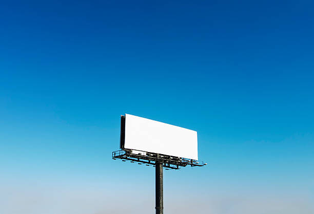 USA, North Carolina, Billboard under blue sky:スマホ壁紙(壁紙.com)