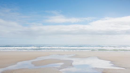 ビーチ「USA, North Carolina, Topsail Island, Empty sandy beach」:スマホ壁紙(0)