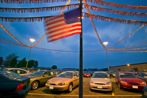 Bunting「New and used cars in dealership parking lot, dusk (blurred motion)」:スマホ壁紙(13)