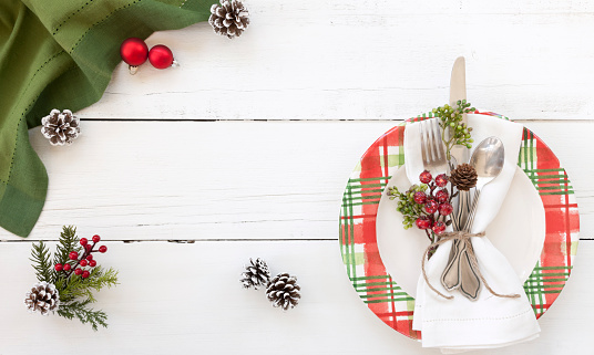 Place Setting「Holiday Christmas Dining Plate on an Old White Wood Background」:スマホ壁紙(19)