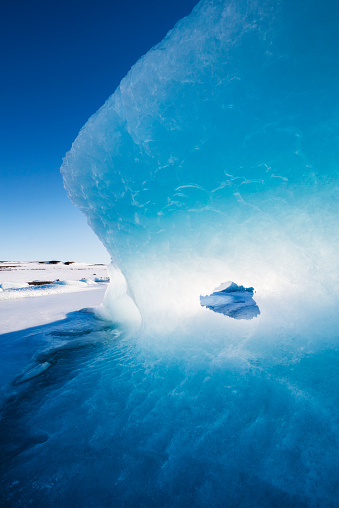 Drift Ice「Iceland, Light and blue in a glacier」:スマホ壁紙(12)