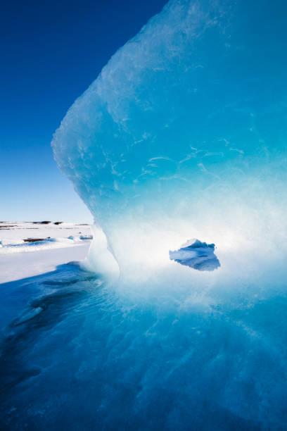 Iceland, Light and blue in a glacier:スマホ壁紙(壁紙.com)
