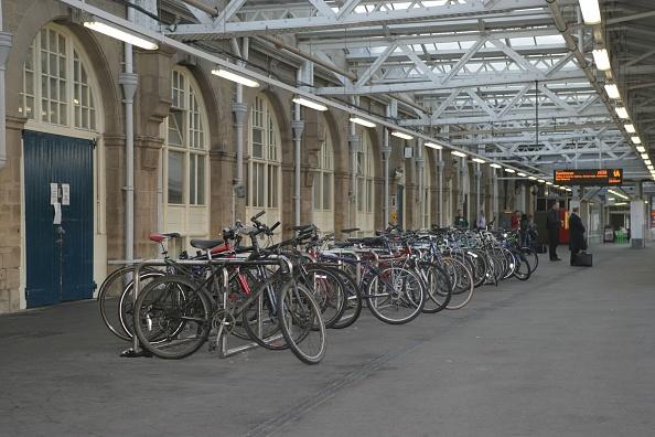 Rack「Cycle rack on the platform at Sheffield station. 2007」:写真・画像(16)[壁紙.com]