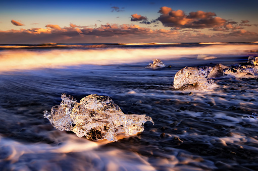 海「Iceland, South Coast, small pieces of ice on the beach at Jokulsarlon」:スマホ壁紙(13)