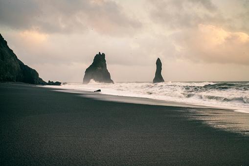 Basalt「Iceland, South Iceland, Reynisfjara Beach with Reynisdrangar rocks」:スマホ壁紙(5)