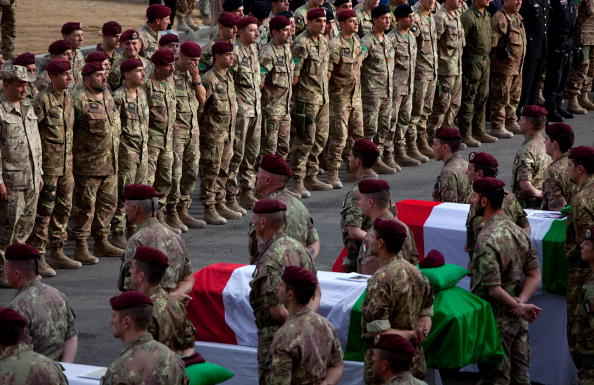 Suicide Bombing「AFG: Italian Military Mourns Soilders Killed In Car Bombing」:写真・画像(19)[壁紙.com]