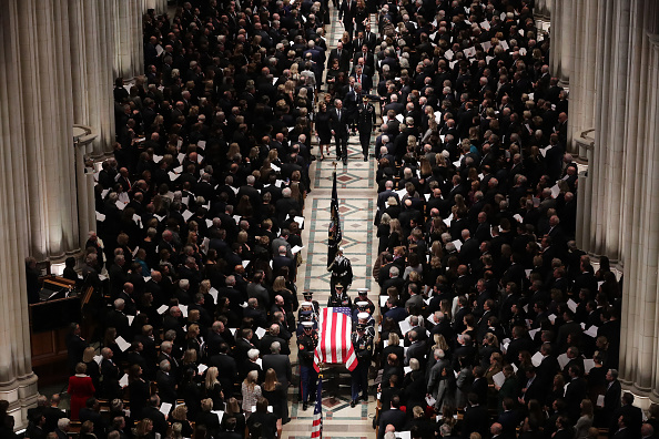 Chip Somodevilla「State Funeral Held For George H.W. Bush At The Washington National Cathedral」:写真・画像(18)[壁紙.com]