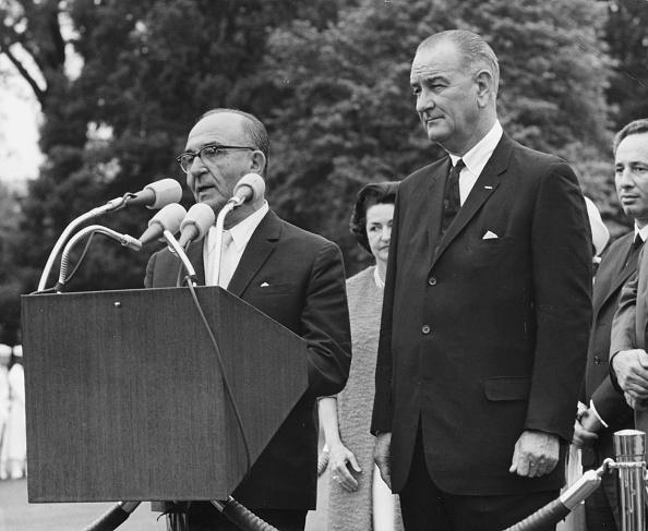 Land「Levi Eshkol And Lyndon B. Johnson」:写真・画像(15)[壁紙.com]