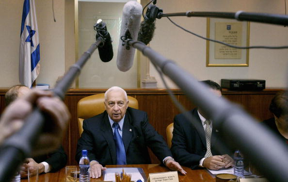 Front View「Ariel Sharon Attends Weekly Cabinet Meeting」:写真・画像(10)[壁紙.com]