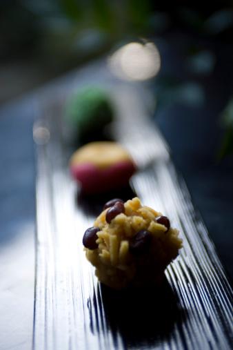 Wagashi「Small Japanese cakes, close up」:スマホ壁紙(2)