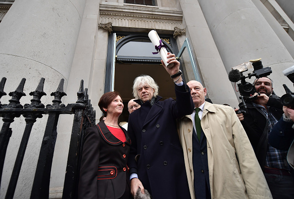 Hand「Sir Bob Geldof Hands Back His Freedom Of The City In Protest At Rohingya Crisis」:写真・画像(8)[壁紙.com]