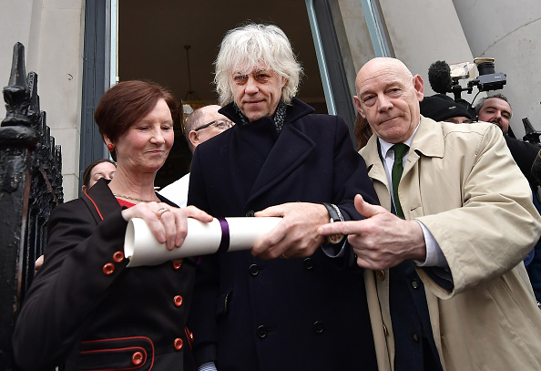Hand「Sir Bob Geldof Hands Back His Freedom Of The City In Protest At Rohingya Crisis」:写真・画像(6)[壁紙.com]