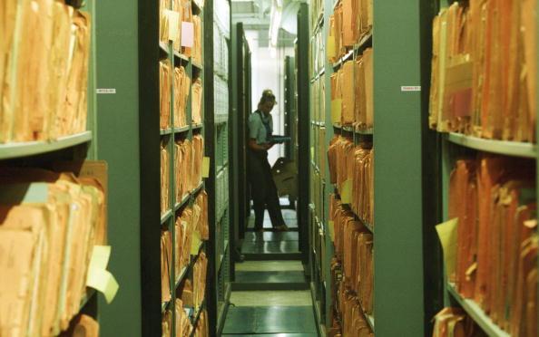 File「Former East German Intelligence Agency Archive」:写真・画像(2)[壁紙.com]