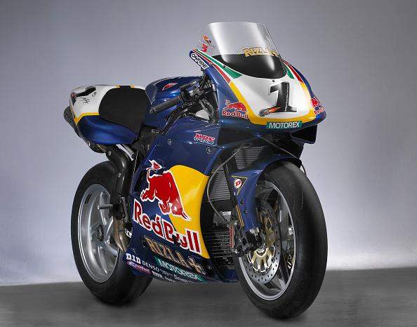 Finance and Economy「2000 & 2001 Ducati racing bike」:写真・画像(2)[壁紙.com]