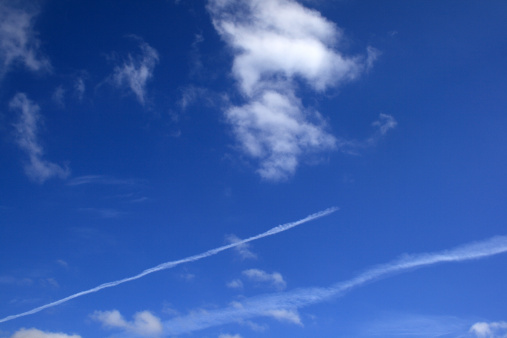 Airplane「Clouds and plane traces in the sky」:スマホ壁紙(19)