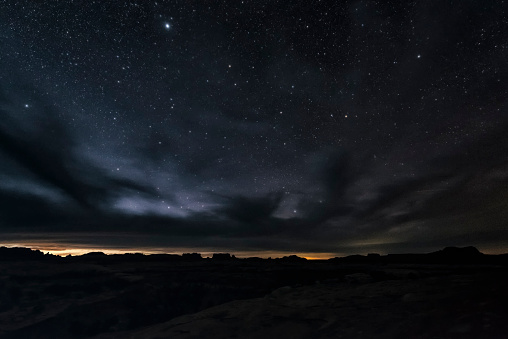 Wilderness「Clouds and stars in sky over desert, Moab, Utah, United States」:スマホ壁紙(15)