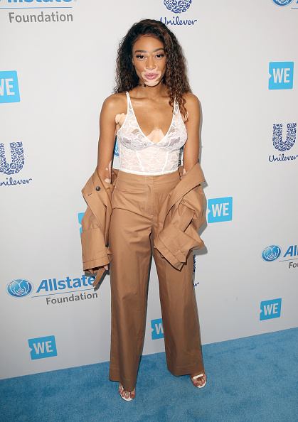 Camel Colored「Selena Gomez, Alicia Keys, Demi Lovato, Bryan Cranston, DJ Khaled, Miss Piggy And More Come Together At WE Day California To Celebrate Young People Changing The World」:写真・画像(3)[壁紙.com]