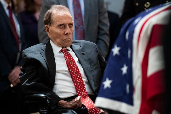 Drew Angerer「President George H.W. Bush Lies In State At U.S. Capitol」:写真・画像(13)[壁紙.com]