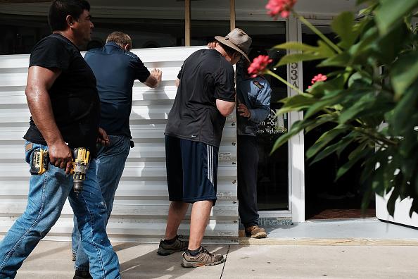 Naples - Florida「Massive Hurricane Irma Bears Down On Florida」:写真・画像(11)[壁紙.com]