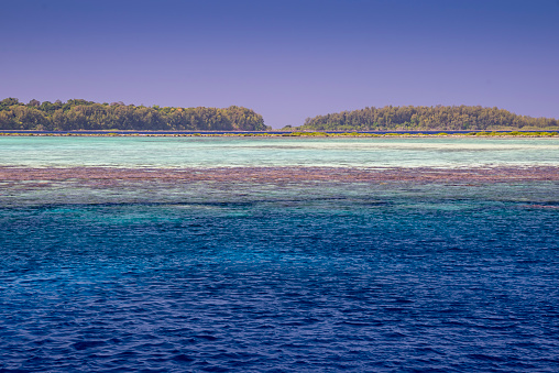 ソロモン諸島「A lagoon of many colors」:スマホ壁紙(14)