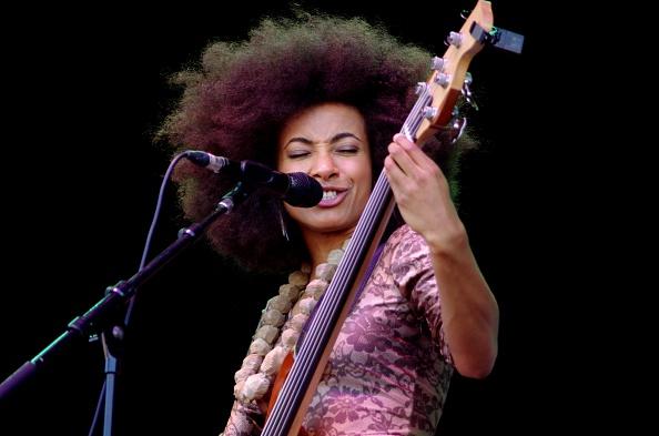 ギター「Esperanza Spalding, Love Supreme Jazz Festival, Glynde, East Sussex, 2013.  Artist: Brian O'Connor」:写真・画像(15)[壁紙.com]