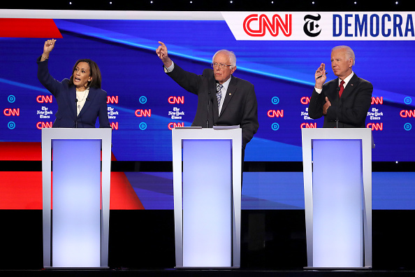 Win McNamee「Democratic Presidential Candidates Participate In Fourth Debate In Ohio」:写真・画像(18)[壁紙.com]