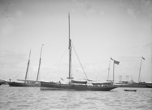 Cutting「The Yawl Beluga At Anchor」:写真・画像(2)[壁紙.com]