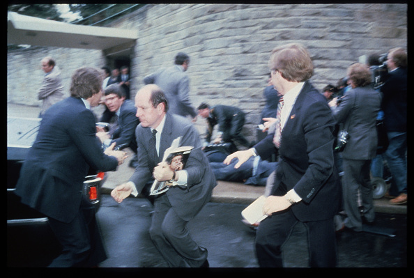 Effort「Chaos Outside The Washington Hilton Hotel After The Assassination Attempt On President Reagan」:写真・画像(4)[壁紙.com]