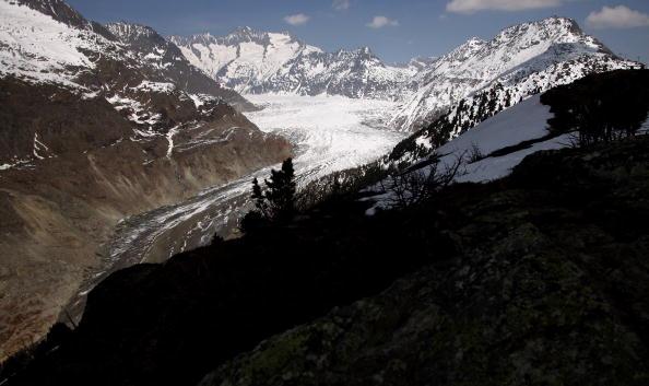アレッチ氷河「Aletsch Glacier Retreat Continues」:写真・画像(3)[壁紙.com]