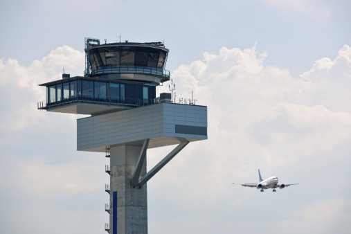 Cumulus Cloud「Air Traffic Control Tower and Approaching Aircraft」:スマホ壁紙(7)
