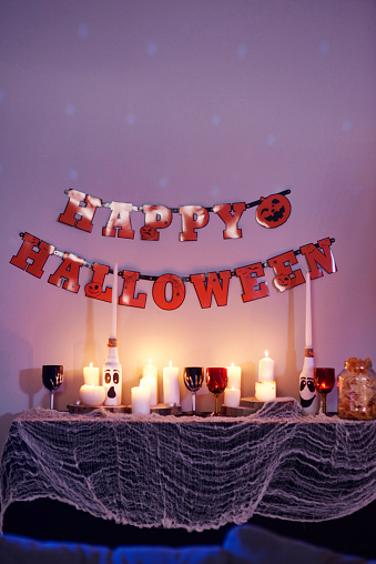 Halloween Party「House interior, decorated for Halloween party」:スマホ壁紙(6)