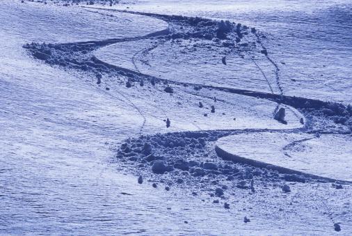 SL「Fresh ski tracks in powder are shown in early morning light.」:スマホ壁紙(8)
