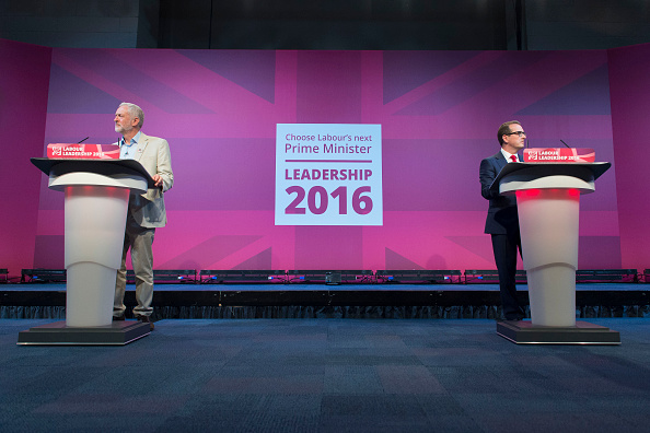 Two People「Jeremy Corbyn And Owen Smith Take Part In The First Labour Leadership Debate」:写真・画像(12)[壁紙.com]