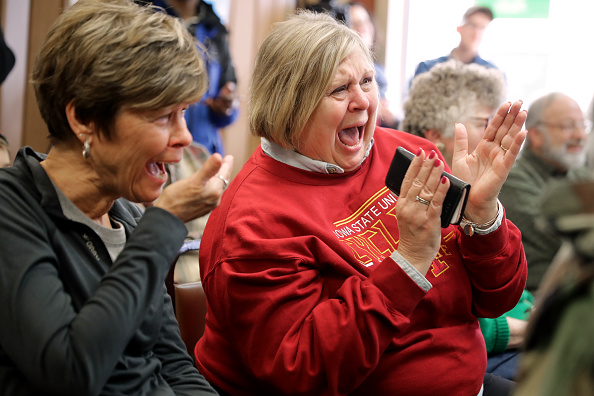 Chip Somodevilla「Presidential Candidate Amy Klobuchar Campaigns In Iowa」:写真・画像(1)[壁紙.com]