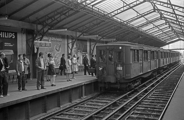 Diminishing Perspective「At La Motte-Picquet Grenelle Station」:写真・画像(9)[壁紙.com]