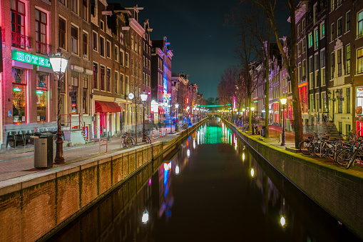 Amsterdam「Street and canal in Red Light district」:スマホ壁紙(12)