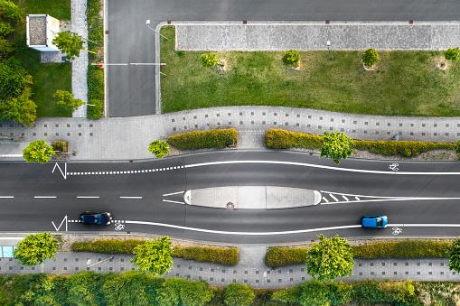 自転車「道路と駐車場 - 空撮」:スマホ壁紙(7)