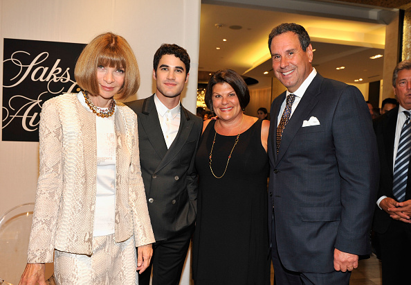 Saks Fifth Avenue「Fashion's Night Out At SAKS Fifth Avenue」:写真・画像(13)[壁紙.com]