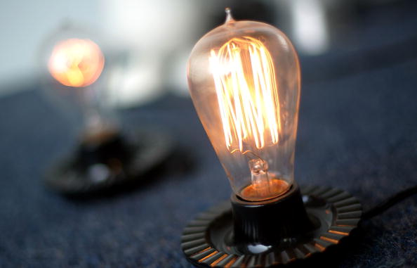 Light Bulb「California Lawmaker Considers Bill Banning Conventional Light Bulbs」:写真・画像(2)[壁紙.com]