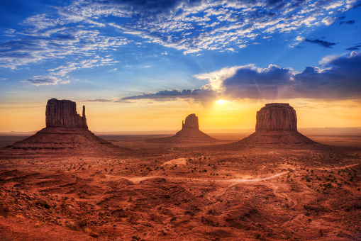Utah「Magnificent landscape view of Monument Valley at sunset」:スマホ壁紙(5)